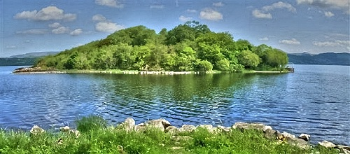 english lake isle of innisfree The lake isle of innisfree exemplifies the style of the celtic revival: it is an attempt to create a form of poetry that was irish in origin rather than one that adhered to the standards set by english poets and critics.